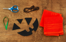 For the kids who can't get enough Halloween crafts, try this cute DIY jack-o'-lantern trick-or-treat bag.